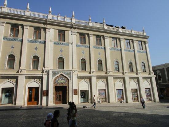 Nizami Museum of Literature: Музей азербайджанской литературы  Баку
