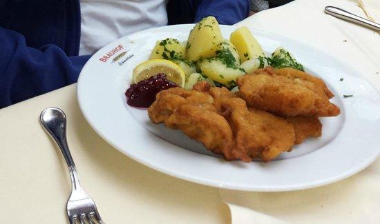 Villacher Brauhof: Wiener Schnitzel con patate
