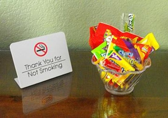 Rodeway Inn and Suites : Bowl of complimentary candy