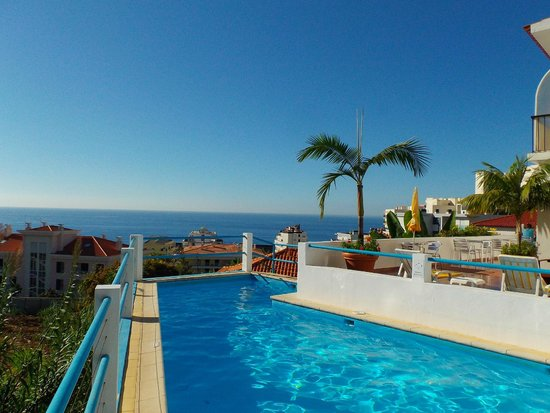Residencial Vila Lusitania: The pool with salt water and the view