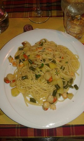 El Bacaro: Spaghetti capesante scampi patate e fagiolini.. ottimi e abbondanti... 10 e lode