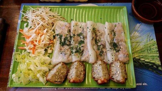 Dong Que Restaurant