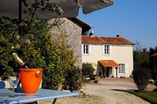 La Chabotterie Chambres d'Hotes : relax with a cool drink