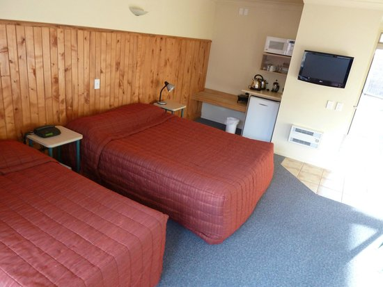 Raglan Sunset Motel: 2 bed option standard unit