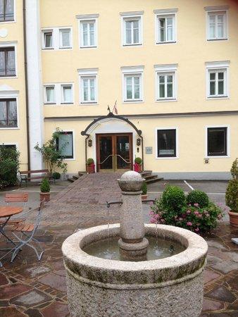 ACHAT Plaza Zum Hirschen: Back of hotel