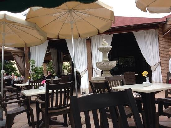 Tipsy Terrace Bar & Bistro: Break in the shadow