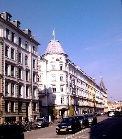 Ibsens Hotel: Hotel von der Strasse