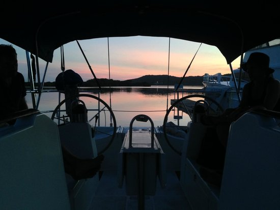Barefoot Cay Resort: Pink skies from our boat at Barefoot Cay Marina