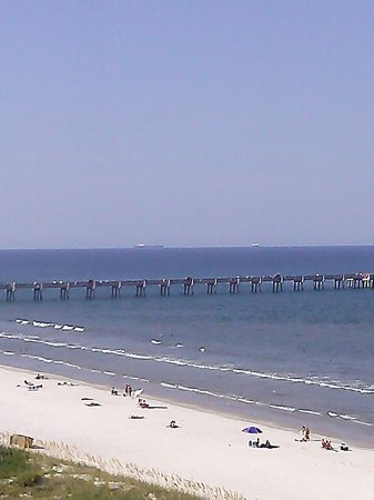 Four Points by Sheraton Jacksonville Beachfront: pic of pier from hotel