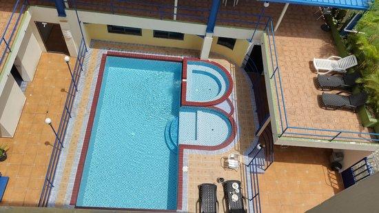 La Cresta Inn : pool view 5th floor
