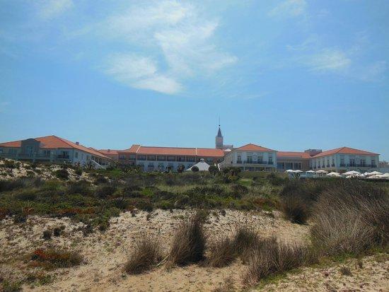 Praia D'El Rey Marriott Golf & Beach Resort: Hotel desde la zona de playa