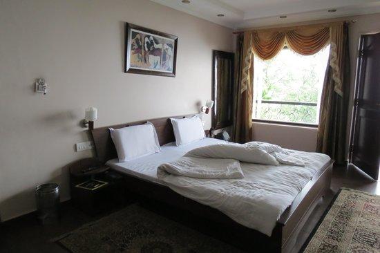 Hotel Emerald Heights : the bedroom