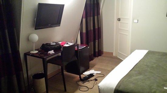 Hotel Tilsitt Etoile Paris : bedroom area