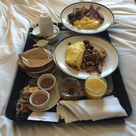 Hilton Vancouver Washington: Our Breakfast in Bed