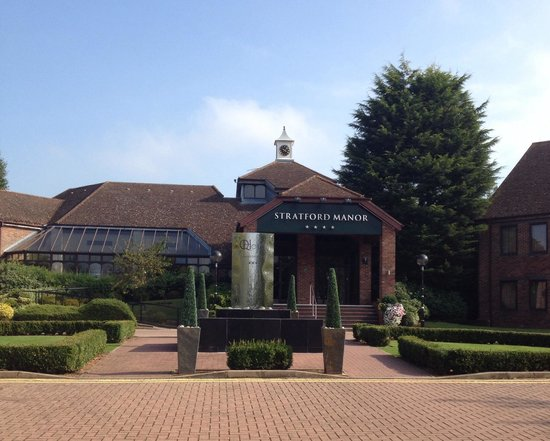 Stratford Manor Hotel: Front of hotel