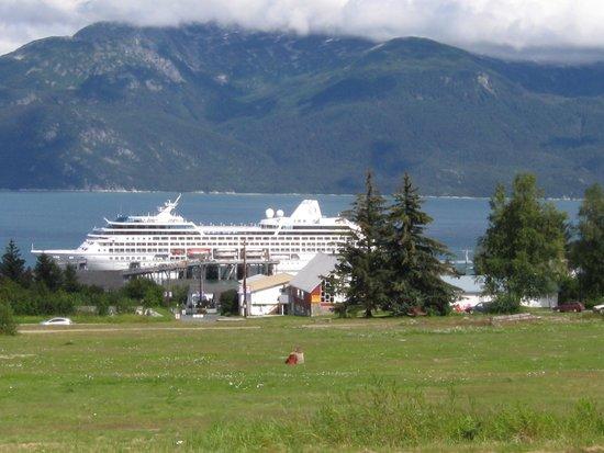 Fort Seward Condos: Cruise ship in port