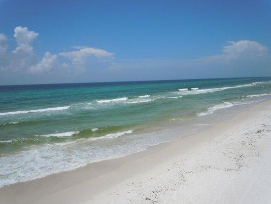Emerald Beach Resort: Beach