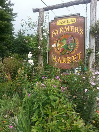 Cashiers Farmers Market: Small town America