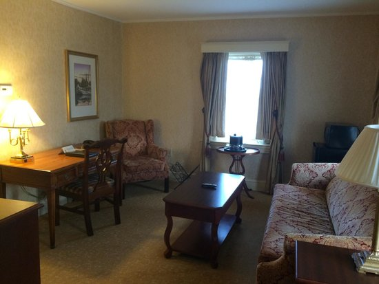 Historic Inns of Annapolis: Robert Johnson House - sitting room of kind bed suite