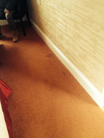 Hundith Hill Hotel: Stains in the carpet