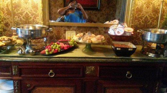 Wheeler Mansion: breakfast spread