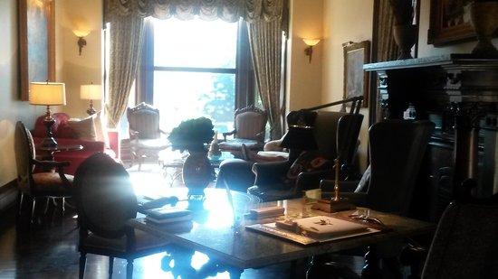 Wheeler Mansion: sitting room