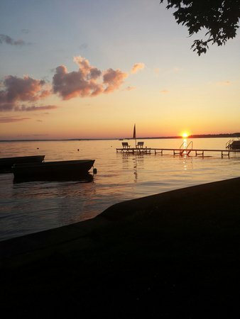 Driftwood Resort : Beautiful Sunset on Houghton Lake!
