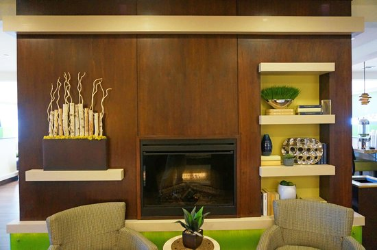 Holiday Inn Express Hotel And Suites Belgrade: Lobby area