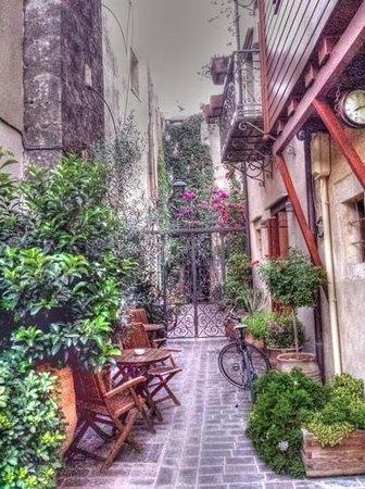 Hotel Ionas: cortiletto