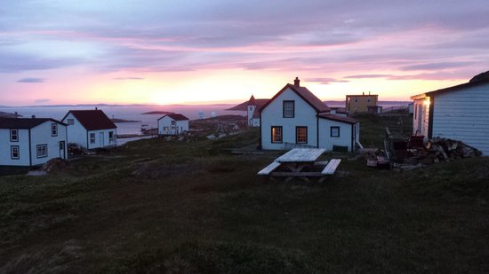 Battle Harbour Heritage Properties: Battle Harbour sunset with iceberg in the tickle