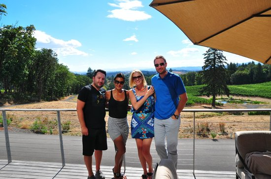 Access Oregon Wine Tours: Wine tasting at Alexana in the sun
