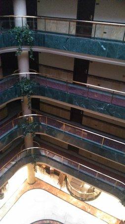 Hotel Infanta Cristina: Vista del hall, pisos