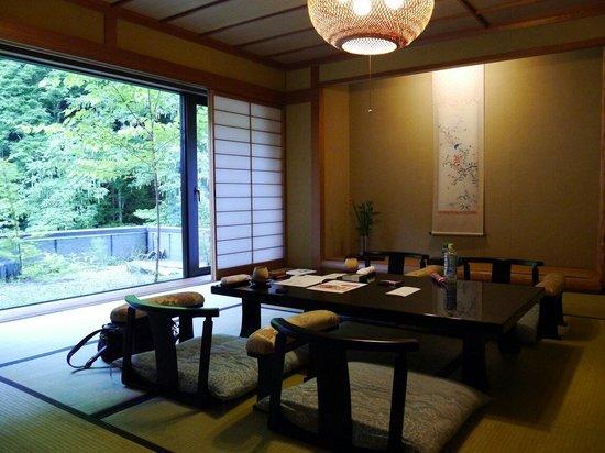 Tobira Onsen Myojinkan: 癒し風呂タイプのお部屋。 小さな坪庭?もあります。