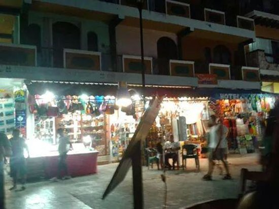 Paraiso Azul's -Casa De Gopala: shopping