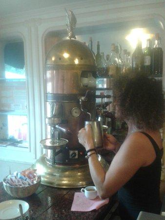 Il Caffe (aka Caffe Rosso): macchina caffè