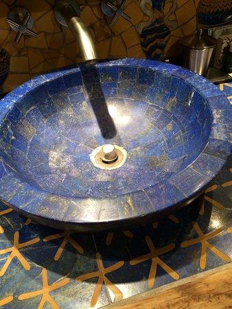 Inn of the Five Graces: Lapis sinks