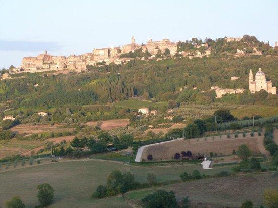 Agriturismo Villa Mazzi: Campagna e Montepulciano incorniciati nella finestra