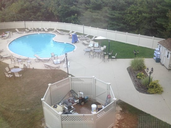 Hilton Long Island/Huntington: Outdoor Pool and view from window