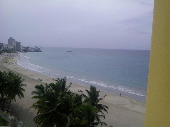 Courtyard by Marriott Isla Verde Beach Resort : view from balcony, rainy day