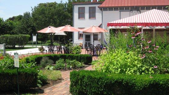 Emlen Physick Estate : Tea Room & garden