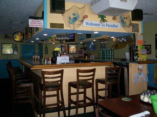 Brock's Surfside Grill & Pizzeria: Hometown Bar Room