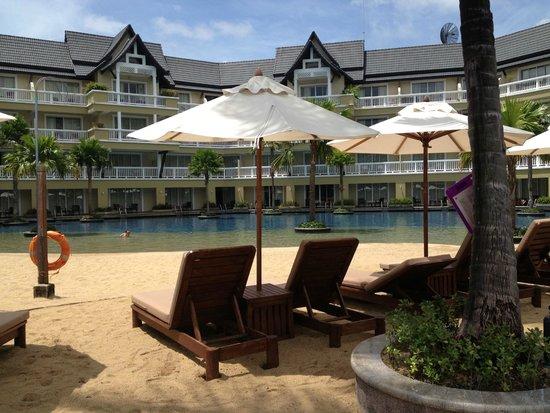 Angsana Laguna Phuket: One of the lovely pools