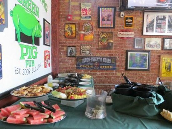 Excellent Corner Of Buffet Picture Of The Green Pig Pub Salt Lake Home Remodeling Inspirations Genioncuboardxyz