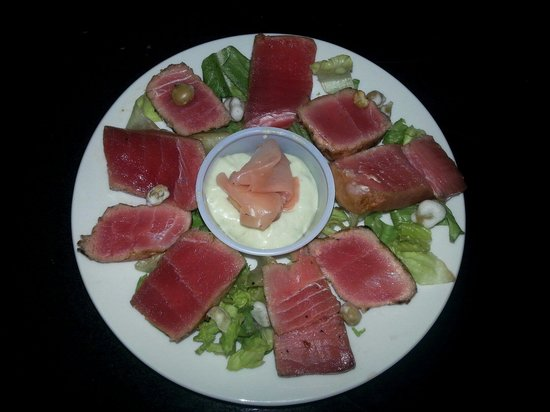 Kings Point Pub: Ah I Tuna appetizer with a cream wasabi sauce