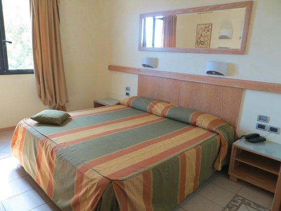 Castellaro Golf Resort: chambre côté droit