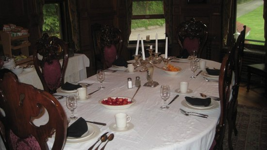 The Overlook Mansion : Breakfast is served