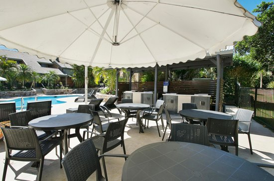 Glen Eden Beach Resort : BBQ area