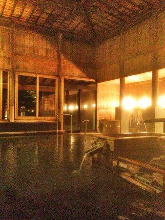 Ryokan Sakaya: 素晴らしい内湯 天井が吹き抜けている湯小屋造り