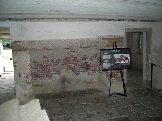 Drayton Hall : Basement area