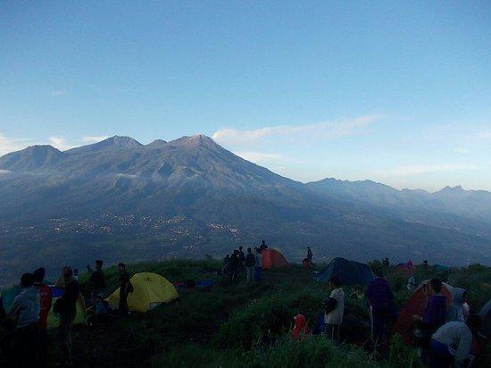 Mojokerto, Indonesia: Puncak bayangan background gunung welirang dan gunung arjuna